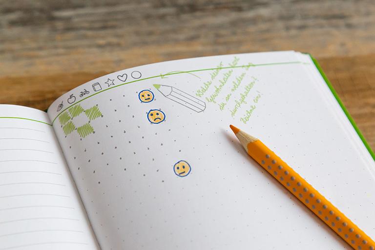 Mit dem Zykluskalender kannst du den Rhythmus deiner Periode bestimmen. So hast du deine fruchtbaren Tage im Blick und weißt, wann die nächste Menstruation kommt.