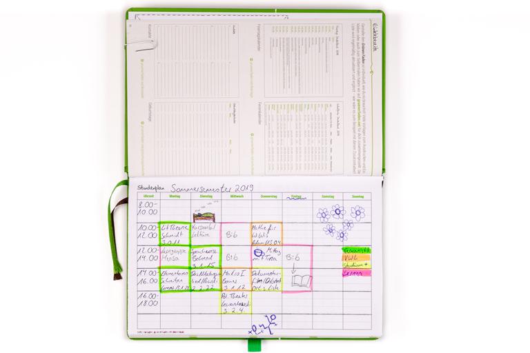 """Wenn du dir sagst """"dieses Semester wird alles anders"""", kann dir der Grüne Faden dabei helfen. Plane dein Semester mit Vorlauf, damit du noch genug Zeit für dich selbst hast. Mit dem Grünen Faden hast du einen universellen, übersichtlichen Organizer für die Studienorganisation."""