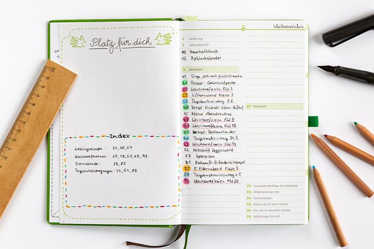 Neben den Wochenübersichten bietet der Grüne Faden jede Menge Platz für individuelle Inhalte. Das Inhaltsverzeichnis hilft dir, diese wiederzufinden.