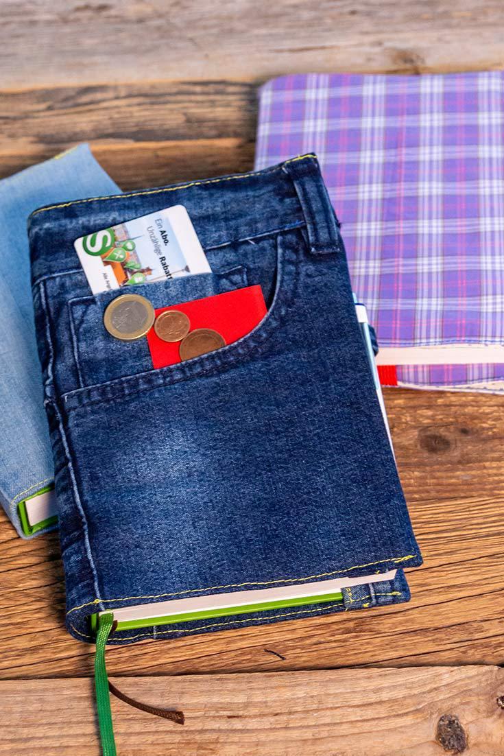 Ein viel genutzter Kalender wie der Grüne Faden will gut geschützt sein. Nähe dir einen Schutzumschlag aus einer alten Jeans oder Stoffresten selbst!